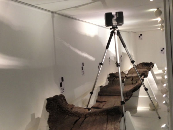 A photo of Using the Faro3D laser scanner manually