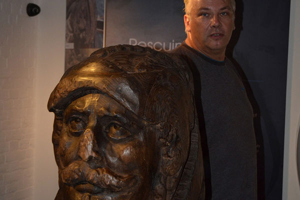 Thumbnail - Dave Parham, Senior Lecturer at Bournemouth University with a replica of the Swash Channel Wreck rudder head.