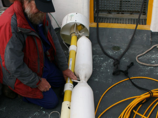 Thumbnail - The Geometrix G-881 Cesium Vapour Magnetometer rigged up with a float for the shallower waters